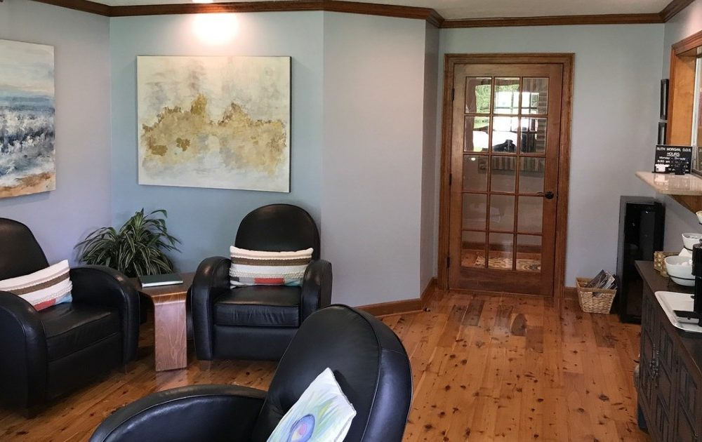 Dental solutions of mississippi waiting area